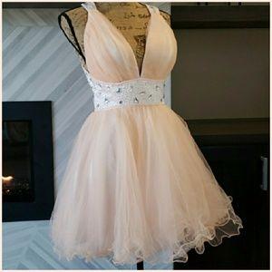 Dresses & Skirts - Peach prom dress with white sparkle waist